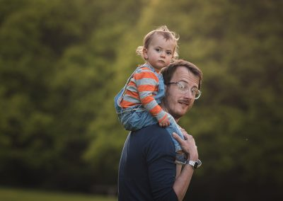 Dad carries daughter on shoulders in photo shoot in Harlow
